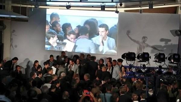 Tony Estanguet, invitant les athlètes à venir à la tribune de la Maison du Sport Français, le 23 juin 2015 (Crédits - Sport & Société)