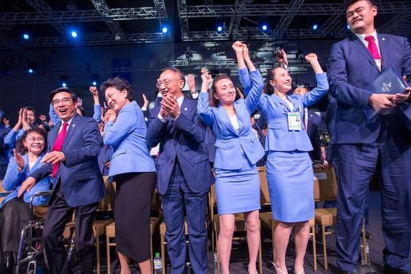 La délégation de Pékin 2022 au moment de l'annonce du résultat (Crédits - CIO / Ubald Rutar)