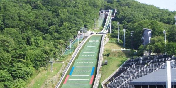 Le Miyanomori Ski Jump Stadium a accueilli les Jeux en 1972 ainsi que les Mondiaux de ski nordique en 2007 (Crédits - Office de Tourisme de Sapporo)