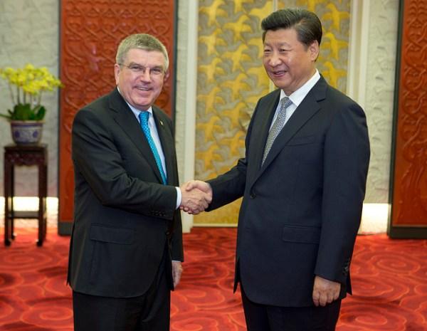 Thomas Bach et le Président de la République Populaire de Chine, Xi Jinping (Crédits - CIO / Greg Martin)