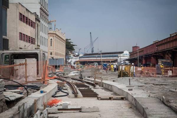 Les travaux d'aménagement du VLT ont d'ores et déjà permis de transformer le quartier portuaire et les anciens entrepôts de Rio (Crédits - Cidade Olimpica)