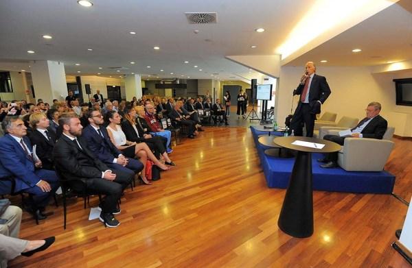 Giovanni Malago, Président du CONI, a pris la parole devant un parterre de sportifs italiens et de représentants des écoles du Latium (Crédits - CONI / Pasquale Carbone / GMT)