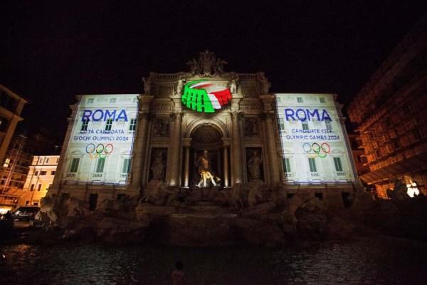 La Fontaine de Trevi se pare des couleurs de Rome 2024 chaque soir jusqu'à samedi (Crédits - Sara Cervelli / GMT)