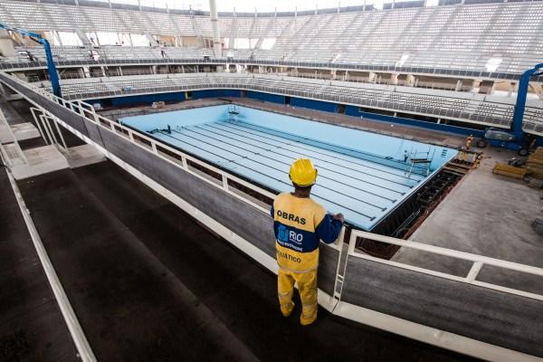 Vue intérieure du chantier du Centre Aquatique de Rio 2016 (Crédits - Prefeitura do Rio/Renato Sette Camara)