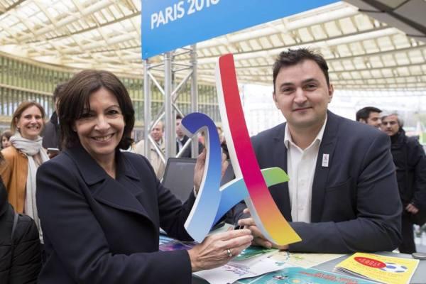 Le week-end du 09 et 10 avril, Anne Hidalgo et son adjoint aux sports, Jean-François Martins, ont pu exposer le concept de la candidature lors d'un compte-rendu de mandat (Crédits - Anne Hidalgo)