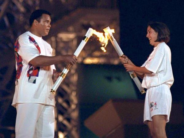 Mohammed Ali et Janet Evans lors de la Cérémonie d'ouverture des Jeux Olympique de Los Angeles 2024 (Crédits - LA 2024)