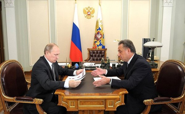 Vladimir Poutine et son Ministre des Sports, Vitaly Mutko, lors d'un entretien le 16 juin 2014 (Crédits - Présidence de la Fédération de Russie)