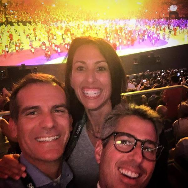 Eric Garcetti, Janet Evans et Casey Wasserman, lors de la Cérémonie d'ouverture des Jeux de Rio 2016 (Crédits - Eric Garcetti / Facebook)