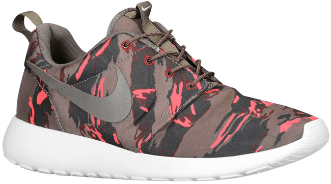 info for 7fc81 731a5 nike-roshe-run-camo-red