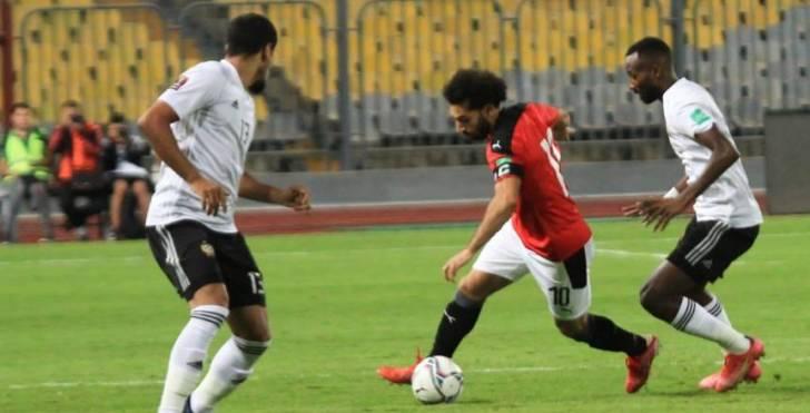 محمد صلاح يخرج في حراسة ال