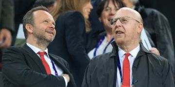 Angry United fans protest against owners - Glazers after debt hits 137m