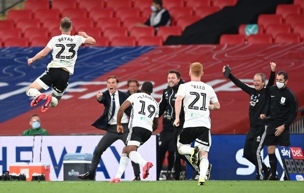 NNN: Fulham a fait un retour immédiat en Premier League anglaise (EPL) alors que deux buts en prolongation de l'arrière Joe Bryan leur ont donné une victoire 2-1 contre Brentford mardi. La victoire était dans le match final des éliminatoires du championnat anglais au stade de Wembley. Bryan a ouvert le score vers la fin […]