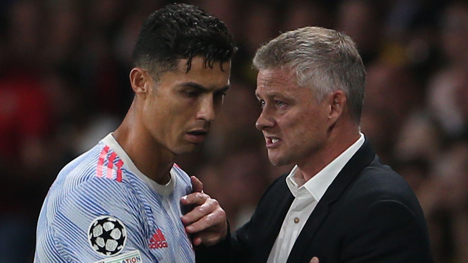 Ole Gunnar Solskjaer explains Ronaldo, Fernandes substitutions
