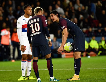 Cavani must leave PSG for me ―Neymar