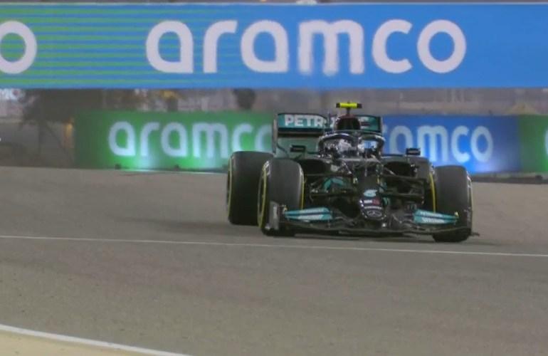 Hamilton wint na heroïsch gevecht van Verstappen