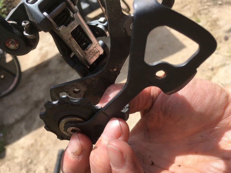 Taking apart the rear derailleur