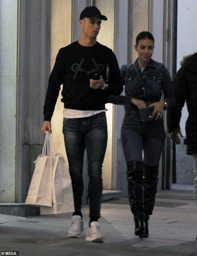 Cristiano Ronaldo takes his partner Georgina Rodriguez on expensive shopping spree in Turin (Photos) — Within Nigeria
