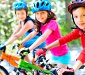 Actividad física, alimentación y curiosidad, hábitos saludables que inculcar a los niños