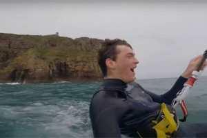 En vidéo – Quand Clément Huot saute les 72m de la falaise du cap Fréhel
