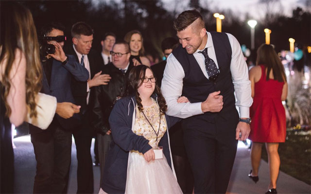 Tim Tebow continues to impress off the field. (Twitter/Tim Tebow Foundation)