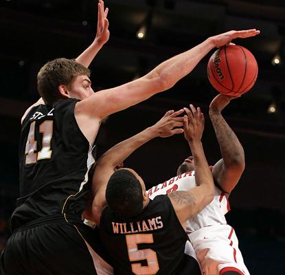 https://i2.wp.com/sports.cbsimg.net/u/photos/basketball/college/img14885183.jpg