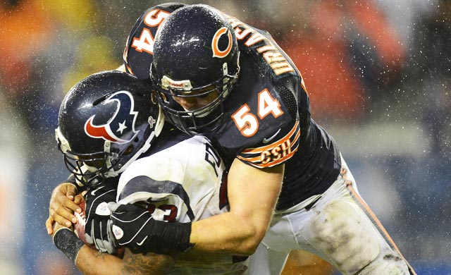 Brian Urlacher was part -- maybe the end -- of a great tradition of nasty middle linebackers.  (USATSI)