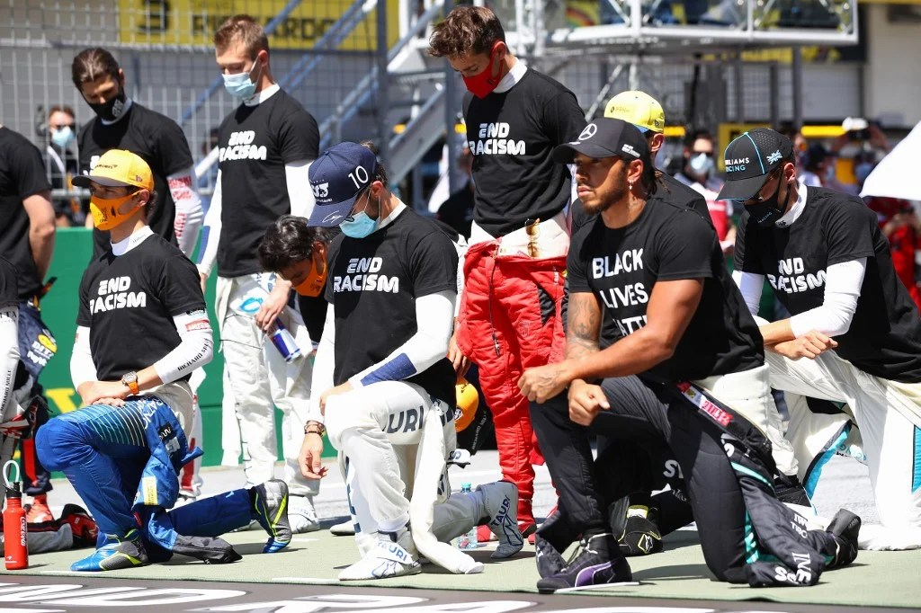 Photo of Hamilton says he didn't push for different drivers to take knee