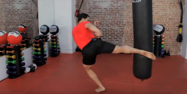 How to Do a Roundhouse Kick in Kickboxing