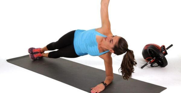 How to Do an Inchworm to Side Plank