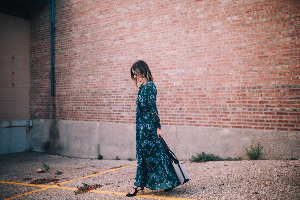 banana republic floral maxi dress and chicago fashion blogger