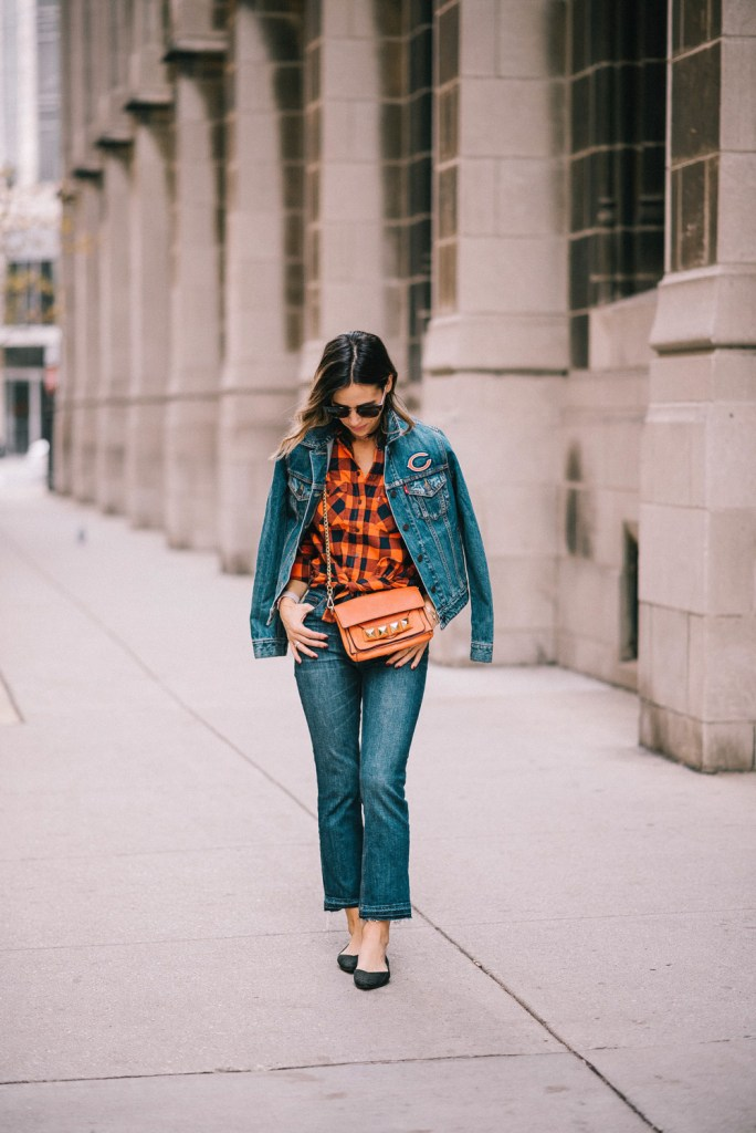 Blogger Mary Krosnjar wearing a Chicago Bears game day fashion look