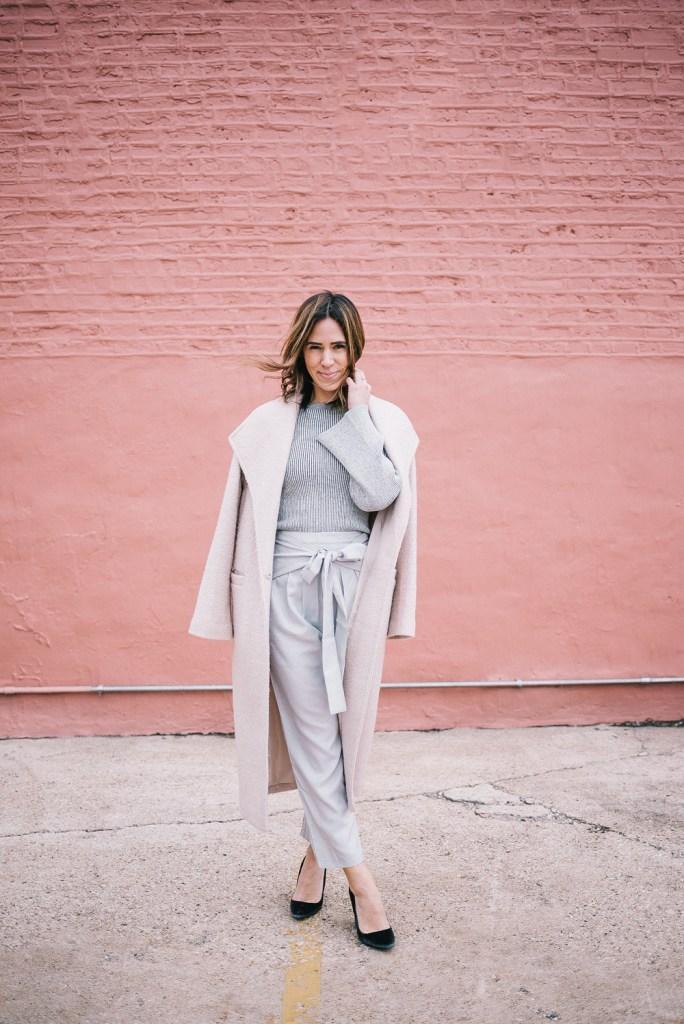 Blogger Mary Krosnjar wearing a grey monochromatic look