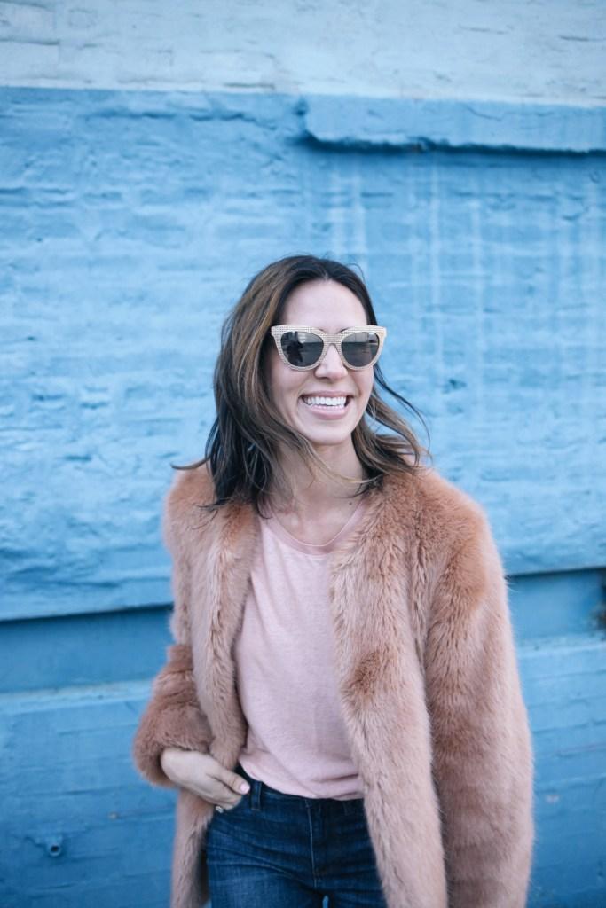 Blogger Mary Krosnjar wear Pink Faux Fur Coat and Pink Linen Tee
