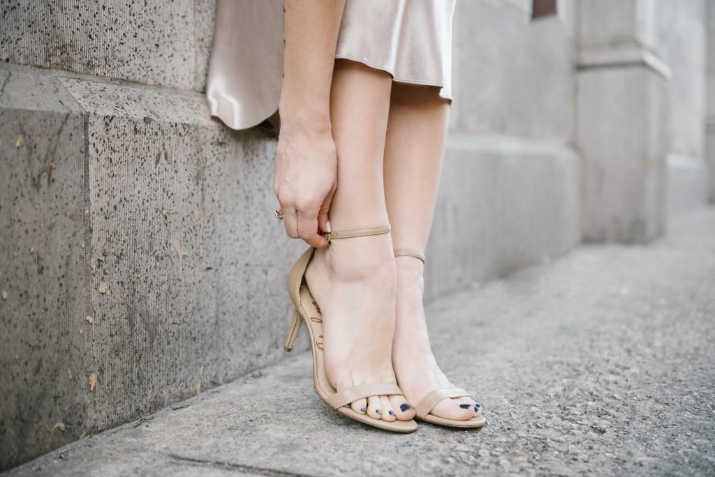 Blogger Mary Krosnjar wearing Sam Edelman Patti Sandals