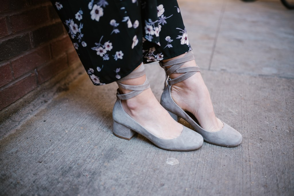 Blogger Mary Krosnjar wearing Steve Madden Williams Grey Suede Pump
