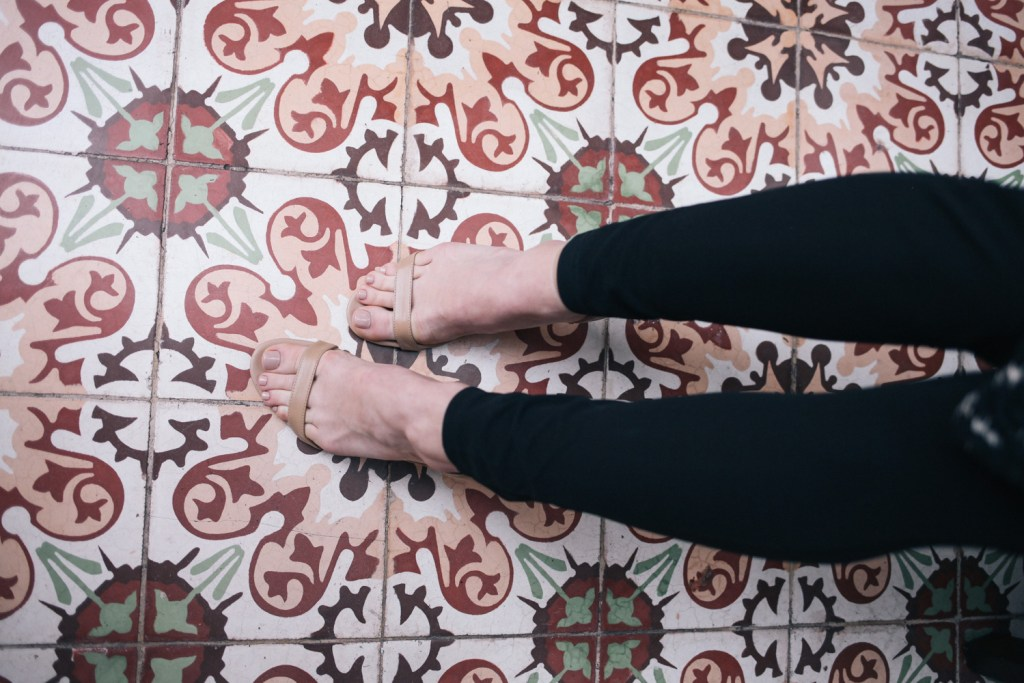 Blogger Mary Krosnjar wearing Nude Sam Edelman Sandals for Date Night Fashion Ideas
