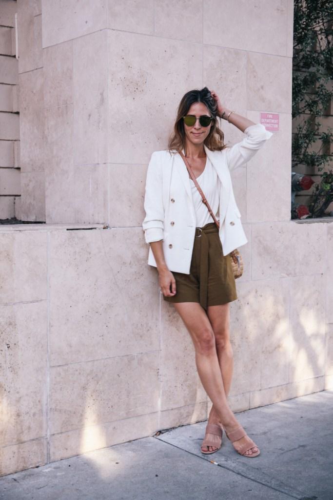 Blogger Mary Krosnjar wearing Corporate Casual Summer Look