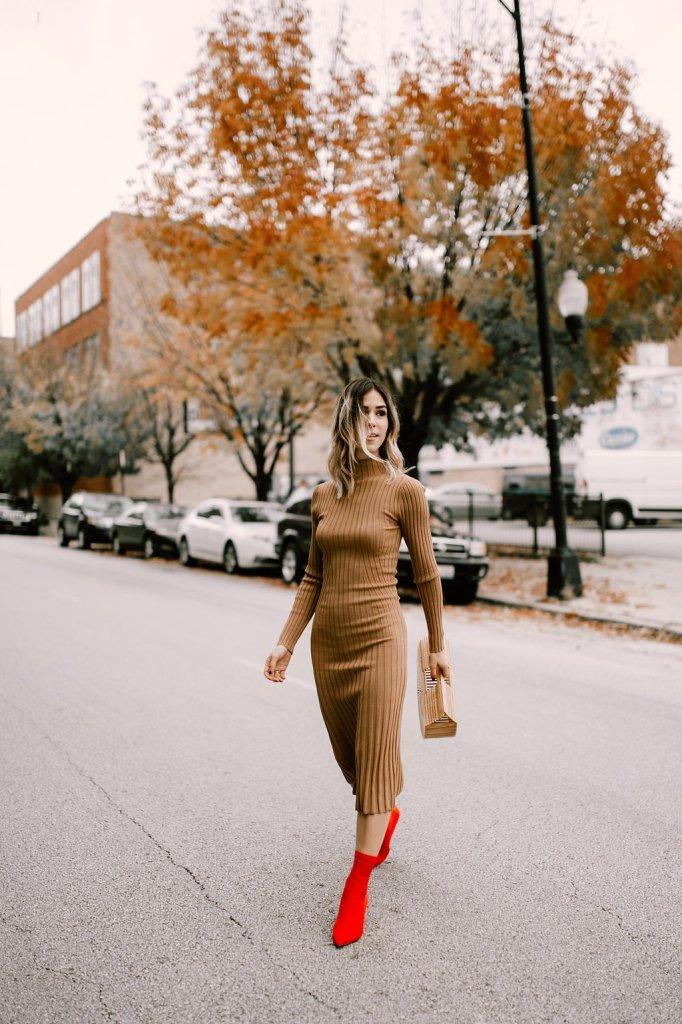 Blogger Mary Krosnjar wear Tan Knit Dress