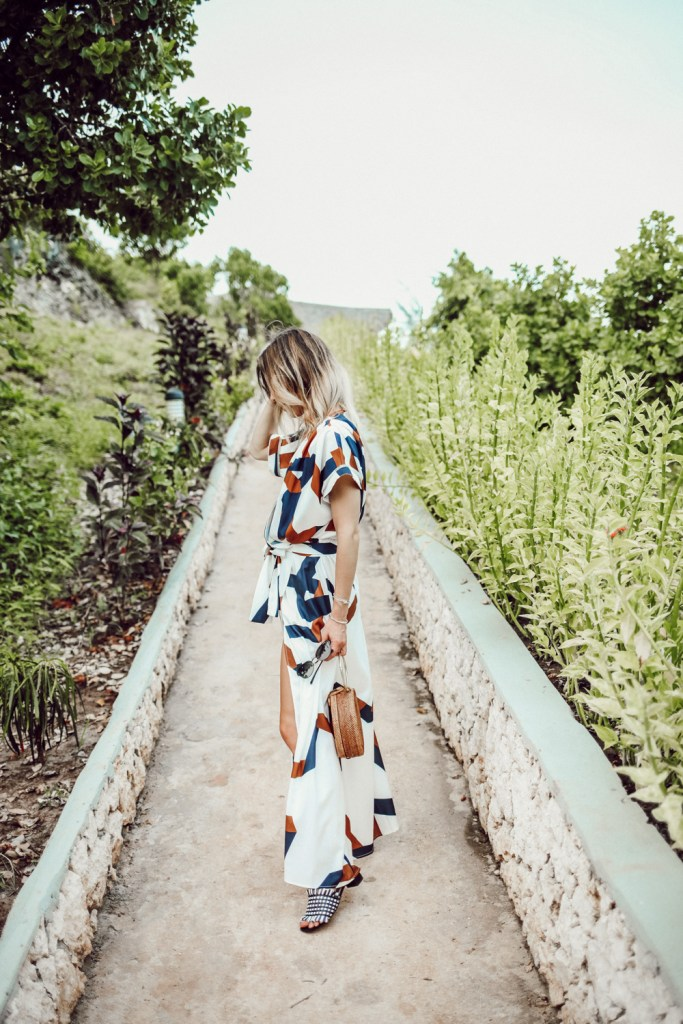 Blogger Mary Krosnjar wearing Geometric Print Split Maxi Dress and Woven Bag