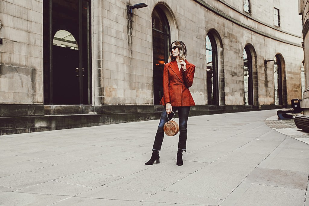 Blogger Mary Krosnjar wearing a Casual Travel Look