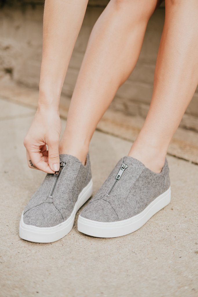 Blogger Mary Krosnjar wearing Cyon Slip-on Sneaker