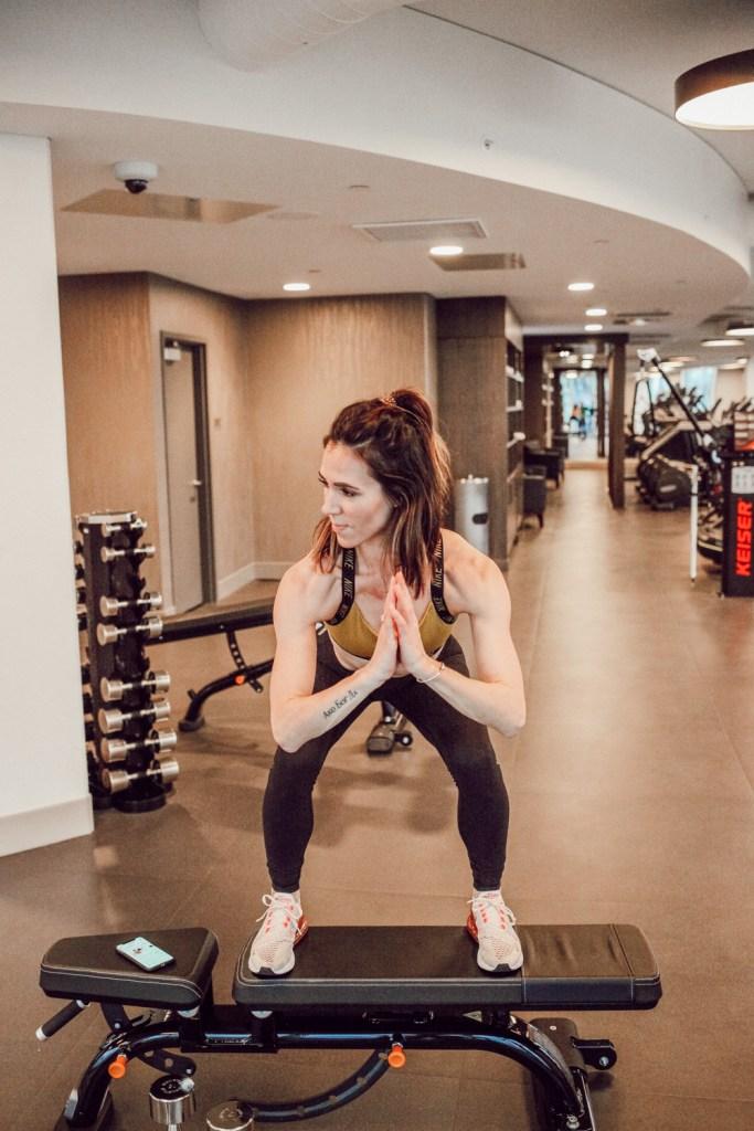 Blogger Mary Krosnjar sharing review on BBG and wearing Nike sports bra