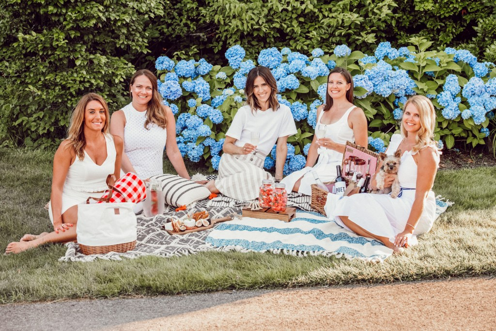 Seattle Fashion Blogger Sportsanista sharing Three Steps to the perfect summer picnic