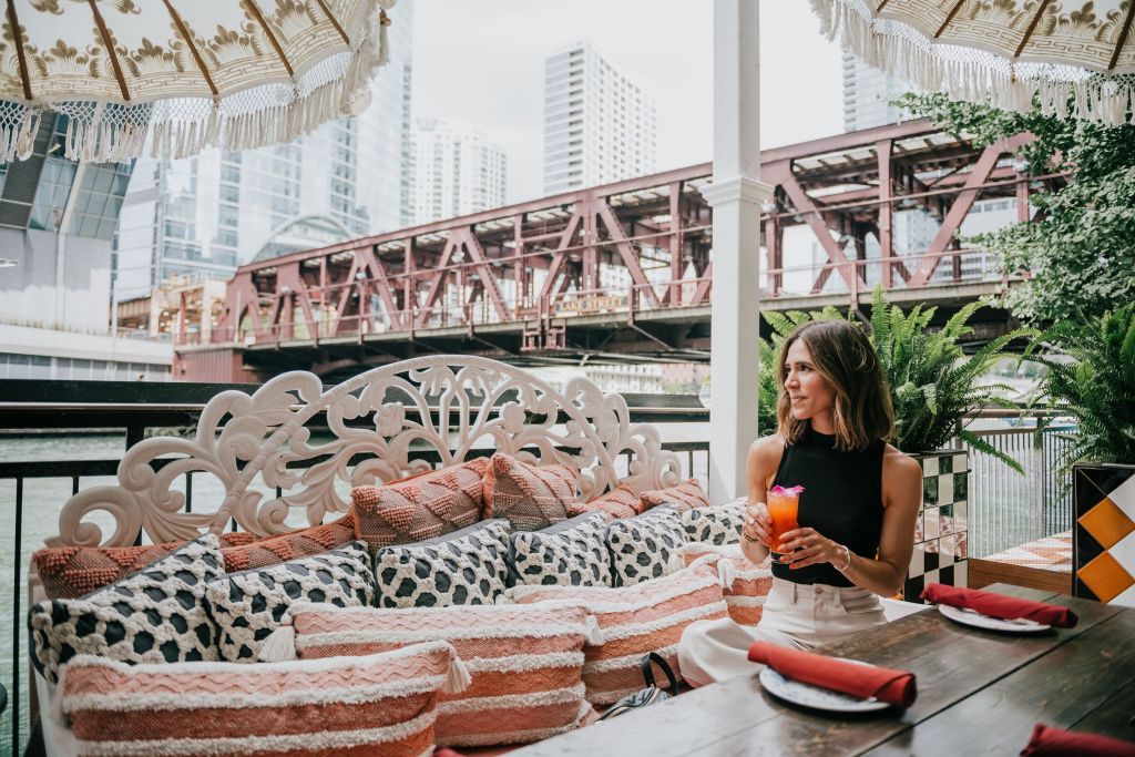 Seattle Blogger Sportsanista wearing sharing the best places in Chicago to get a drink