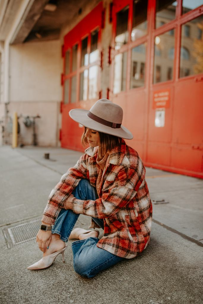 Blogger Mary Krosnjar wearing Ann Taylor Flat Brim Hat and MKT Plaid Oversized Jacket