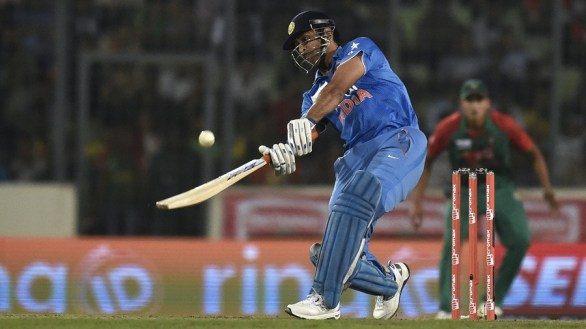 Dhoni-finishes-the-game-with-a-six