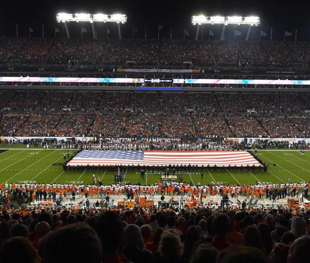 2018 19 College Football Bowl Schedule Games Dates Times Tv Channels Cbssports Com