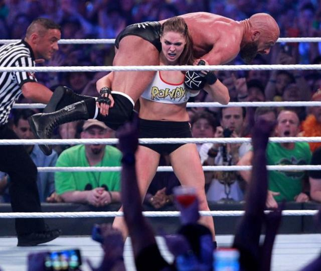 Wwe Wrestlemania  Results Recap Grades Ronda Rousey Stuns Brock Lesnar Retains In Shocker Cbssports Com
