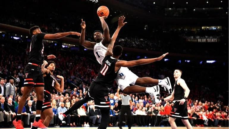 fuente: cbs sports Zion Williamson en una acción...imposible...o solo posible para Zion Williamson