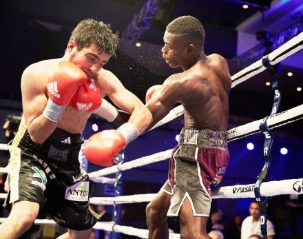 Commey land another left hook to Ziani's chin